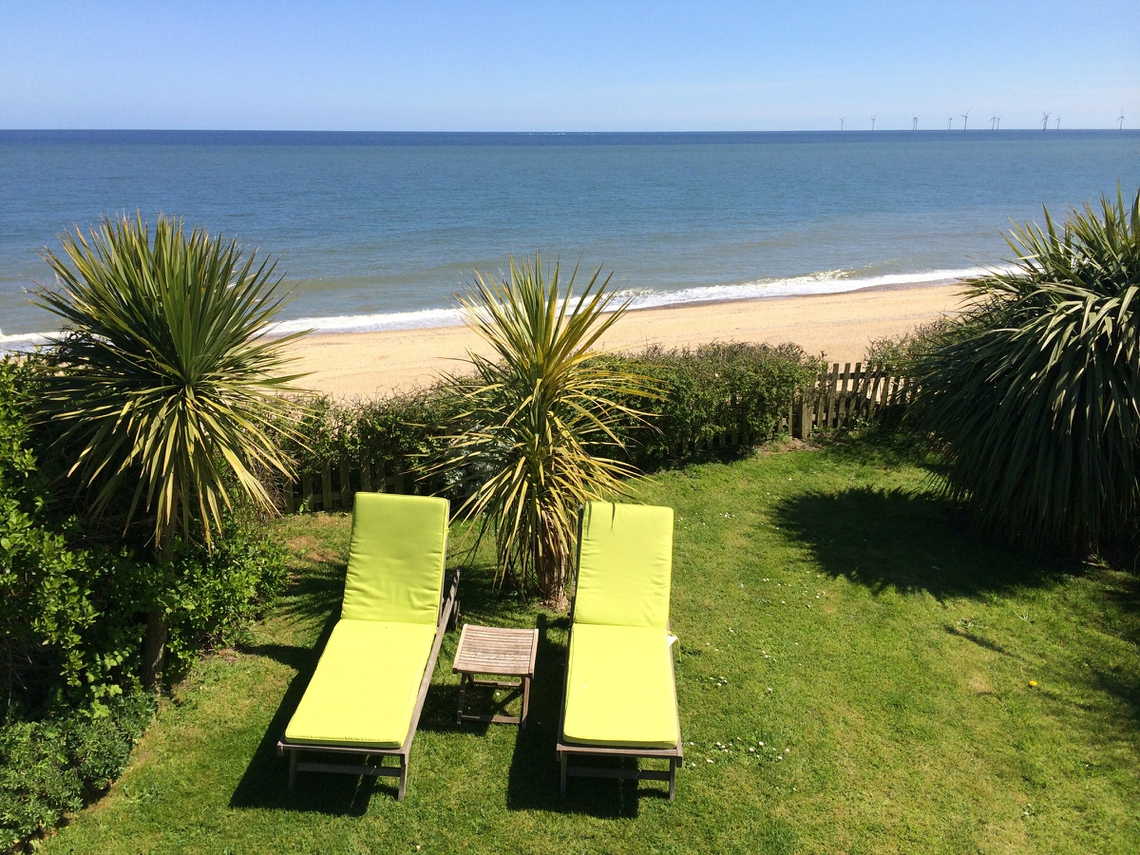 Beachside House in Norfolk for seaside cottages self catering holiday accommodation on the Norfolk coast at Great Yarmouth